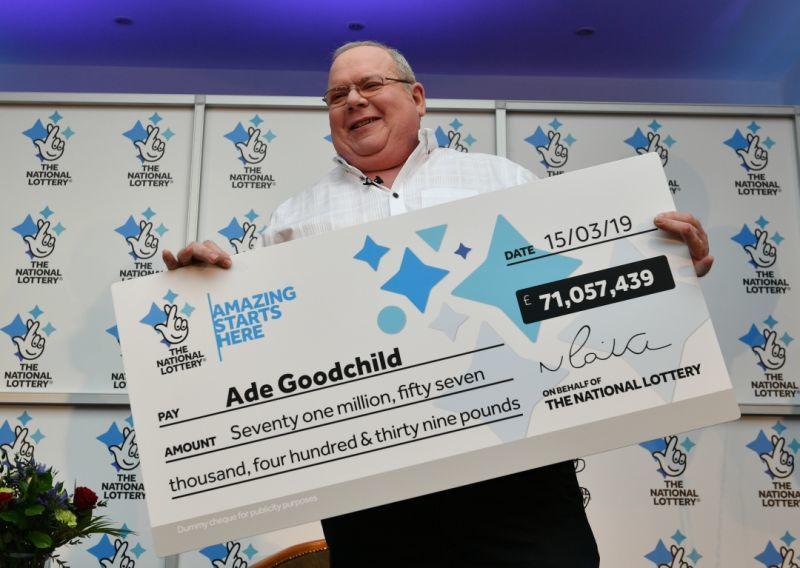 Победитель отпраздновал выигрыш в лотерею на сумму 131 миллион долларов  пиццей и крыльями