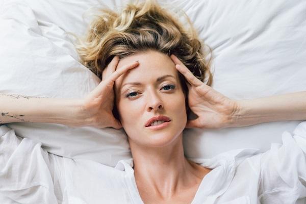 Специалисты: как менструальный цикл влияет на качество сна