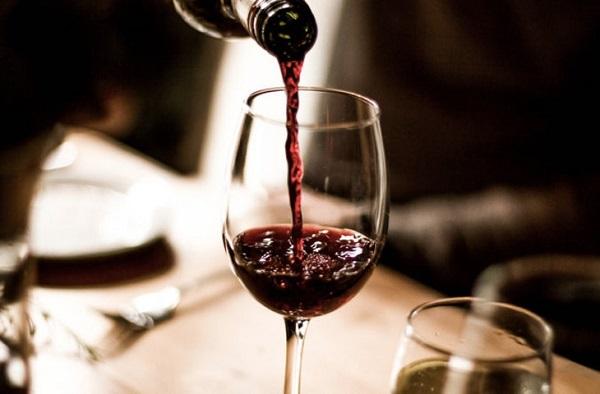 В красном вине содержится меньше консервантов