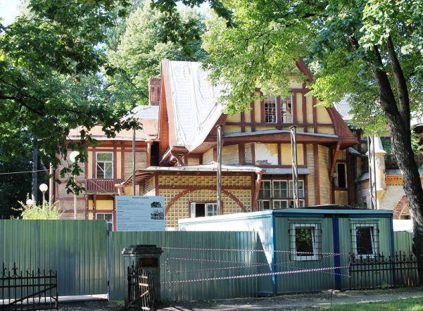 На Каменном острове начали реставрировать особняк, где снимали фильм о Шерлоке Холмсе