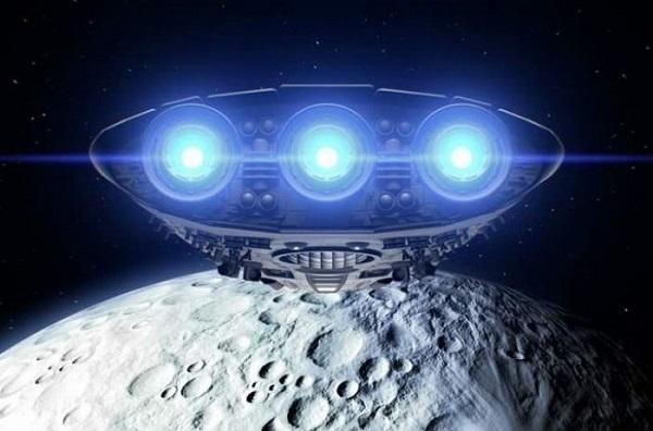С Луны взлетают инопланетные корабли