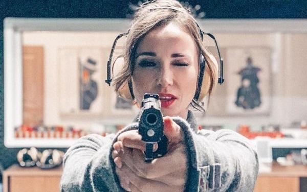 Анфиса Чехова научилась стрелять из огнестрельного оружия