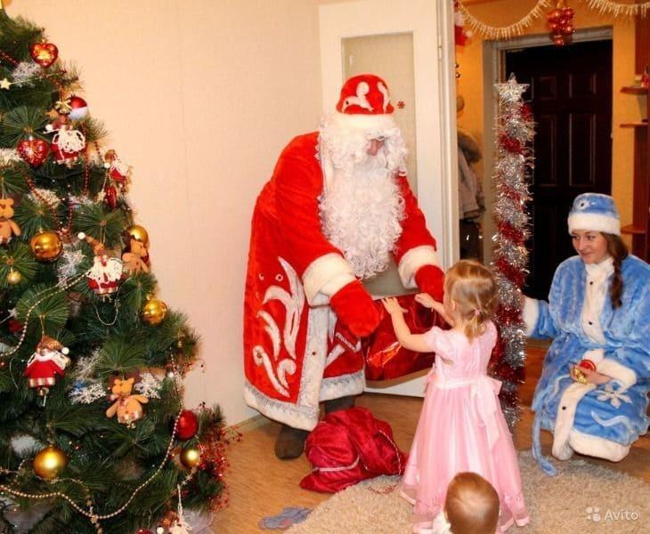 Жители небольших городов чаще приглашают Деда Мороза на празднование Нового года