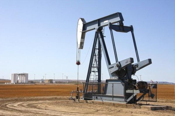 В США нефтяные компании приостанавливают добычу нефти