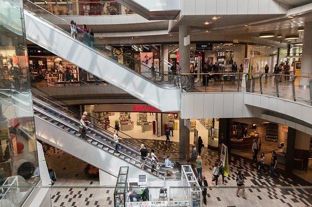 В России к осени может закрыться четверть торговых центров