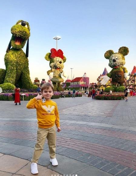 Сергей Лазарев организовал сыну путешествие по парку цветов