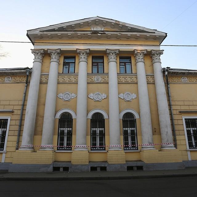 В Москве пресекли незаконные ремонтные работы в старинной усадьбе Головиных