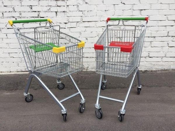 Покупатели не возвращают по 100 тележек в год в российские магазины