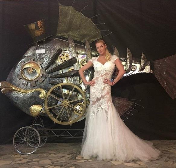 Волочкова посетила свадебный салон