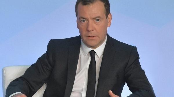 Медведев решил сам разобраться с заводом на Байкале