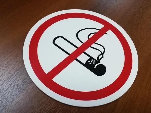 Какое наказание ждет любителей покурить в подъезде?