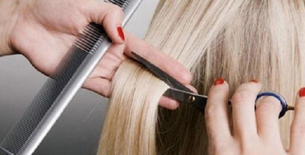 В столице парикмахер свернула шею девочке