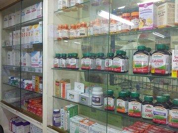 Выручка российских аптек в мае упала на 14%