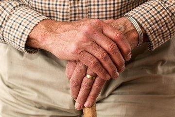 Минтруд каждый месяц будет доплачивать пенсионерам 4372 рубля